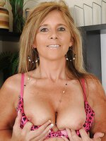 48 year old Amanda Jean strips off her dress to show you mature pink