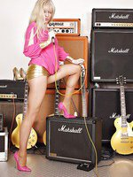 Alina dressed in gold short skirt over pantyhose and pink shoes