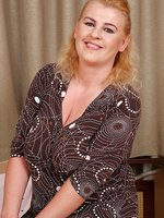 Elegant and 40 year old kira T strips ans preads her meaty legs here