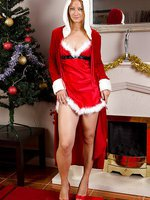 Sexy mature Tara Trinity wants to share her Christmas spirit with you
