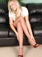 Blonde in nylons feeling raunchy