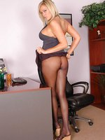 Beauty in lusty pantyhose