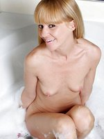 Milf Josie takes a bubble bath and plays with her trusty dildo