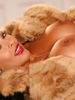 Nina Mercedez fur coat
