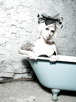 Lynn Blue Bath Tub
