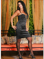 Mama in pantyhose looks devine