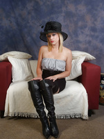 Axa is looking so seductive in her black leather boots.