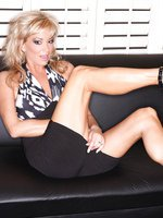 Rachel Aziani showing off her tight little camel toe
