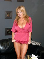 Kelly in hot pink lingerie undresses and shoves a crystal dildo in her pussy.