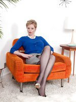 Holly Kiss - Mid century modern miss