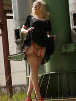 Outdoor in sheer skine tone stockings