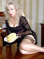 blonde in nylons gets fruity!